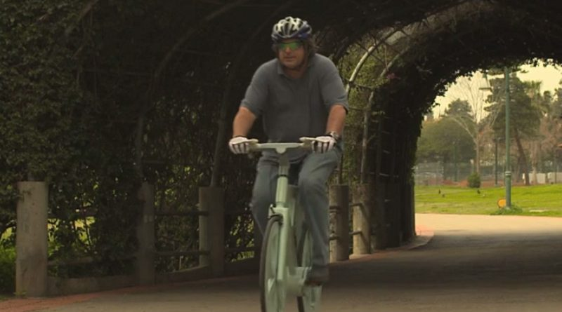 Een fiets van karton.