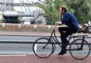 Minister Van Nieuwenhuizen wil het verkeer veiliger maken.